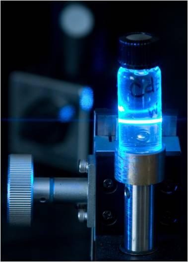 渡辺研究室 ナノ粒子溶液の発光