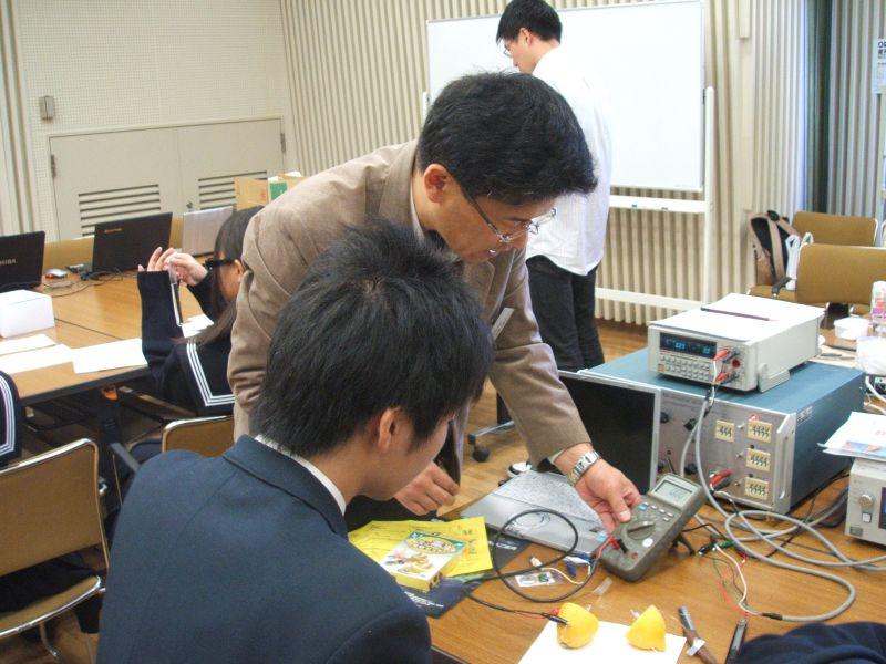 専用の装置で測れば、どの材料が良い電池になるかわかるかも?