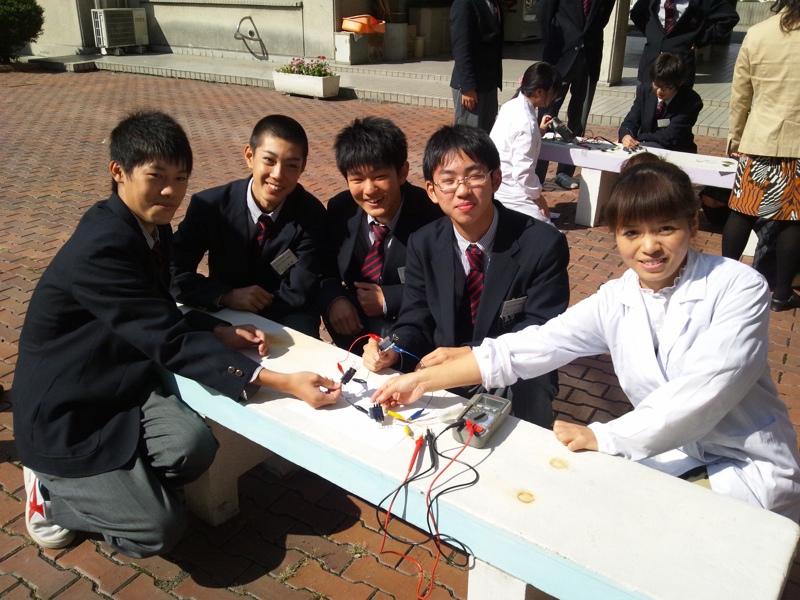 太陽電池作製実習(於 甲府昭和高校)