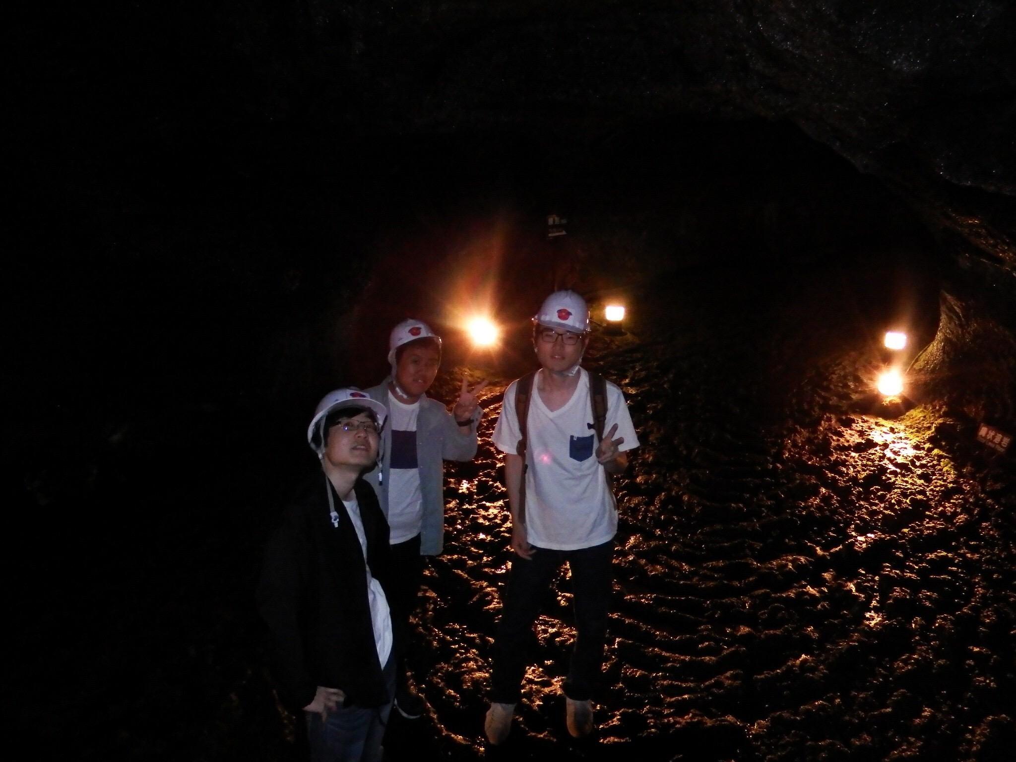 洞窟の中にて