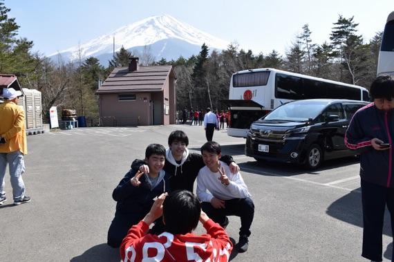 ここは富士山1合目下。2日目午後には富士山が綺麗に見えました。